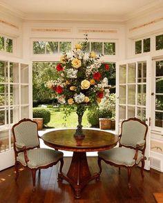 Fresh flowers and open doors. The perfect way to celebrate this spring-like weather.  #freshflowers #frenchdoors #sunroom #solarium #doorsandwindows #opendoors #doorstagram #doorsofinstagram #enjoytheweather #springinfebruary #interiordesign #leerobinsoncompany #interiordesigner #interiorstyle