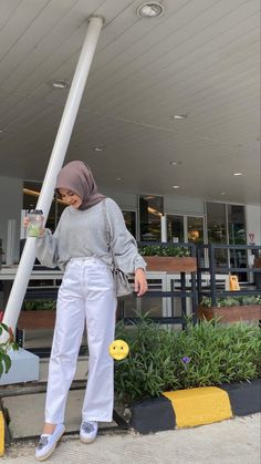 Casual Hijab Outfit, Casual Outfits, Fashion Outfits, Ootd Hijab, Hoodie Outfit Casual, Hijab Fashion Inspiration, Muslim Fashion, Model, Girl Style