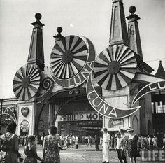 Coney Island, New York, 1944    By Marie Hansen