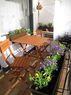 These are your beloved balkon design in the world Small Balcony Design, Small Balcony Garden, Outdoor Balcony, Small Patio, Patio Design, Garden Design, Outdoor Decor, Balcony Ideas, Patio Ideas