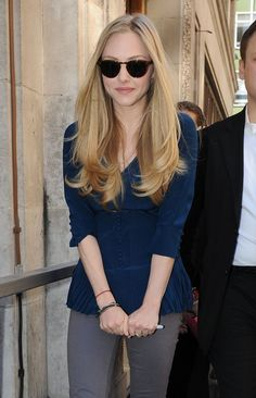 Amanda Seyfried - Long blonde hair. Pretty swingy straight hairstyle. Links to many other pictures of Amanda.