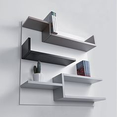 MYshelf displays books and other objects in a dynamic way. Laminate. 100 x 22 x h 100 cm.