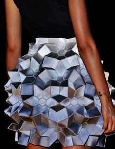 Geometric structured skirt WOW looks like an optical illusion.