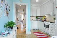 Tiny, but cheery and welcoming. Love the colors.