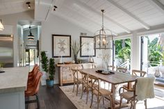 Gorgeous Traditional Dining Room Design Ideas - Home Design Best Home Design Bungalow Decor, Bungalow Interiors, Bungalow Homes, Beach Cottage Style, Beach Cottage Decor, Coastal Cottage, Beach Wall Decor, Coastal Living, Beach Bungalows