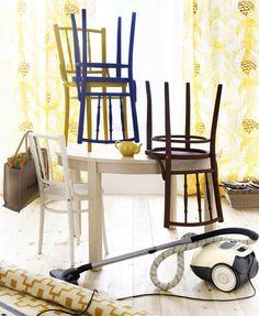 Päivitä vanhat tuolisi ja maalaa vaikka jokainen erilaiseksi / Paint your old chairs and cheer up your kitchen or dining room. Kuva/pic: Martti Järvi