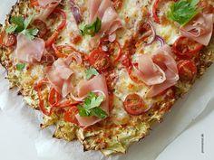 Forleden prøvede jeg at bage en spidskålspizza, hvilket blev en klar succes, som fremover vil blive gentaget - langt bedre end blomskålspizza efter min meni Easy Healthy Recipes, Low Carb Recipes, Great Recipes, Easy Meals, Vegan Runner, Vegan Gains, Fiber Foods, Vegan Pizza, Easy Food To Make