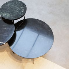 side table in marble Centre Table Design, Black Marble Coffee Table, Side Coffee Table, Home Trends, Decorating Coffee Tables, Living Room Interior, Interior Inspiration, Table Decorations, Furniture