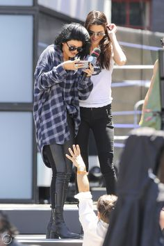 June 15, 2014 - Kendall and Kylie Jenner rehearsing for the MMVA's