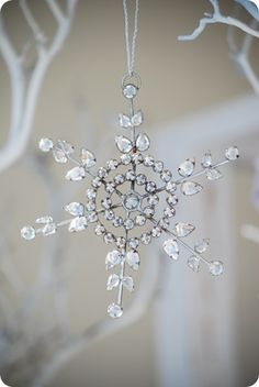 bb posted pipe-cleaner snowflake ornaments to their -christmas xmas ideas- postboard via the Juxtapost bookmarklet. White Christmas, Shabby Chic Christmas, Noel Christmas, Little Christmas, Christmas And New Year, All Things Christmas, Vintage Christmas, Christmas Crafts, Christmas Decorations