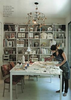 wall-to-wall shelves, huge center work table // Marie Nouvelle Studio: love for design (part I)