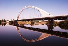 Lusitania Bridge over Guadiana River, Mérida, Spain Santiago Calatrava, Merida, Barcelona, Bridge Design, Different Perspectives, Pedestrian, Sydney Harbour Bridge, Arch, Spain