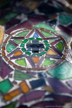 Casa Batlló Mosaic Tiles, Mosaics, Magical Pictures, Antoni Gaudi, Bright Stars, Belle Epoque, Architecture Details, Fused Glass, Art Nouveau