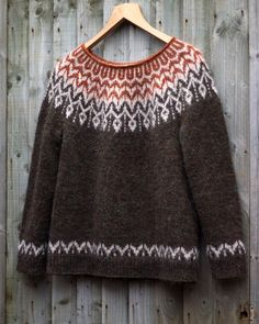 Dreyma ♡ A quick picture of my second one It is greener than is showing Beautiful design by Jennifer Steingass for… Sweater Knitting Patterns, Lace Knitting, Knitting Designs, Knit Patterns, Knitting Stitches, Nordic Sweater, Icelandic Sweaters, Fair Isle Knitting, Sweater Design