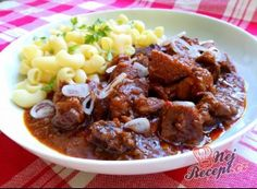 Goulash out of the oven Czech Recipes, Russian Recipes, Ethnic Recipes, Pork Recipes, Pasta Recipes, Cooking Recipes, Oven Top, Goulash, What To Cook