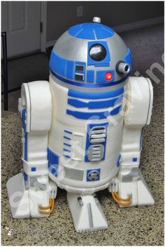 Awesome R2D2 Star Wars Cake... Coolest Birthday Cake Ideas