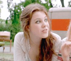 Georgie Henley and Abigail Breslin gif Narnia Cast, Lucy Pevensie, Abigail Breslin, Georgie Henley, Beauty Shots, Face Claims, Georgia, It Cast, Feminine