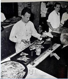 Pizzería en Buenos Aires. Década de 1950. Food Photography, The Neighborhood, Cities, Argentina, Fotografia, Pictures