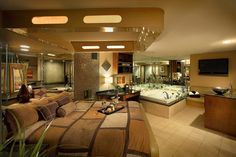 Champagne Lodge & Luxury Suites. #MeetInDuPage #WhyHB