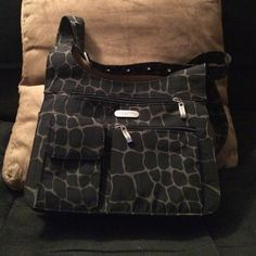 Baggallini Cross-body Bag Giraffe print Baggallini Cross-body bag with more pockets, dividers and slots than you can imagine. Super organized. No need for an additional wallet, but plenty of room for one! Mint condition. Baggallini Bags Crossbody Bags