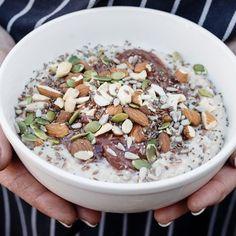 Porridge aux graines de chia, poires et amandes