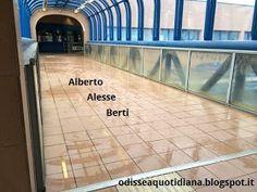 Stazione di vitinia. Piove. Dentro
