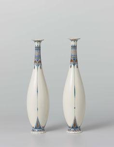 Stel van twee vazen met decor van gestileerde palmetten, Tegel- en Fayencefabriek Amphora, ca. 1910