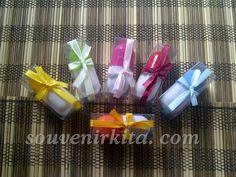 Souvenir pernikahan Pena Kapsul Kemas Mika. Harga hanya Rp 2.200,- sudah termasuk kemas mika. Gift Wrapping, Gifts, Paper Wrapping, Wrapping Gifts, Gift Packaging, Favors, Presents, Gift, Present Wrapping