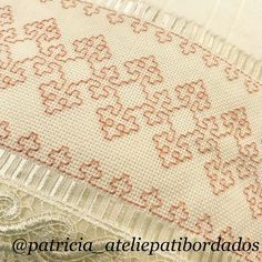 This Pin was discovered by Iné Kasuti Embroidery, Swedish Embroidery, Hand Work Embroidery, Embroidery Flowers Pattern, Creative Embroidery, Hand Embroidery Stitches, Hand Embroidery Designs, Embroidery Techniques, Cross Stitch Embroidery