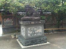 湯島天神の狛犬の台座。