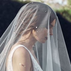 Sleek, modern and chic, our THEODORE chapel veil with scattered pearls//