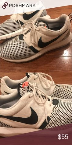Nike Roshe Men's size 10.5 Men's lightly used Nike Roshe size 10.5 Nike Shoes Sneakers