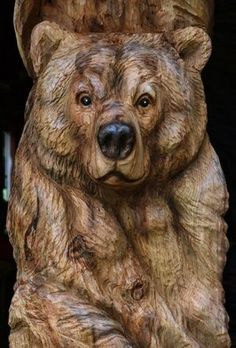 If you are looking for some ideas to have any wooden sculpture any soon, you need to have a look at these Realistic Handmade Wooden Animal Sculptures. Art Sculpture En Bois, Driftwood Sculpture, Lion Sculpture, Chainsaw Wood Carving, Wood Carving Art, Art D'ours, Bear Decor, Tree Carving, Wood Carving Patterns