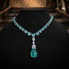 56,45 carat of Paraïba Tourmalines combined with 5,23 carat of collection grade diamonds