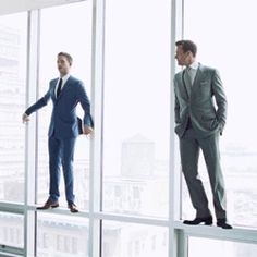 In Suits, one of Manhattan's top corporate lawyers (Gabriel Macht) sets out to recruit a new hotshot associate and hires the only guy that impresses him, a Serie Suits, Suits Tv Series, Suits Tv Shows, Mike Harvey, Suits Harvey, Gabriel Macht, Suits Usa, Mens Suits, Specter Suits