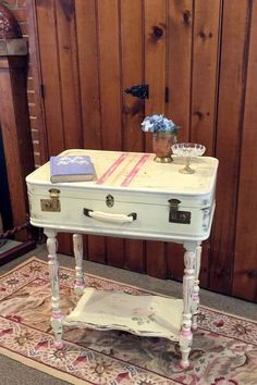 Vintage Decor Diy Just in Case: A Suitcase Vanity - You have to see this! Plywood Furniture, Repurposed Furniture, Shabby Chic Furniture, Painted Furniture, Diy Furniture, Furniture Design, Chair Design, Modern Furniture, Furniture Dolly