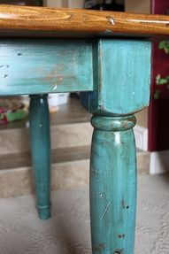 stsinjg wood with vinegar and pennies | Very cute distressed table. Step-by-step instructions.
