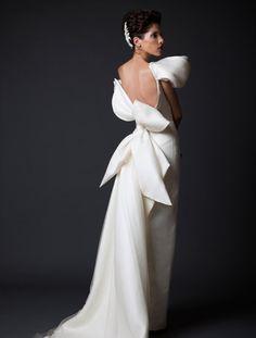 25 Sleek Wedding Dresses that Make a Modern Statement and Oozes Runway Chic!