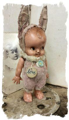 Vintage Kewpie Rabbit Poppet Doll w/poker chip charm - By Whendi's… Costume Lapin, Doll Toys, Baby Dolls, Kitsch, Rabbit Art, Kewpie, Bear Doll, Vintage Dolls, Antique Dolls