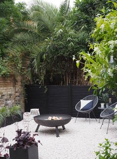 Before & After: My contemporary garden makeover with Wyevale Garden Centres - London garden makeover - black fencing - cream gravel - simple outdoor living garden inspiration Before & After: My contemporary garden makeover on a budget Garden Makeover, Backyard Makeover, Deck Makeover, Small Gardens, Outdoor Gardens, Small Garden Spaces, Small Garden On A Budget, Garden Design Ideas On A Budget, Small Courtyard Gardens