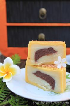 Yellow Moon mooncake is filled with violet flower essence and chocolate centre with brandy flavoured lotus paste.