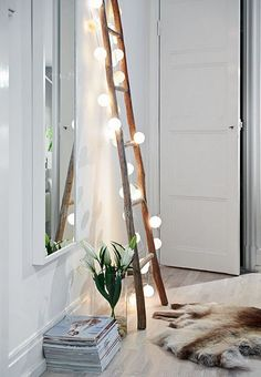 DIY projects with wooden ladder: 20 inspiring pictures and ide .- DIY Projekte mit Holzleiter: 20 inspirierende Bilder und Ideen zum Nachmachen Scandinavian interior in the living room Wooden ladder with fairy lights - Style At Home, Home And Deco, Diy Bedroom Decor, Home Decor, Bedroom Ideas, Bedroom Furniture, Bedroom Lamps, Furniture Ideas, Bedroom Designs