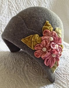Beautiful Vintage inspired 1920s felt cloche hat