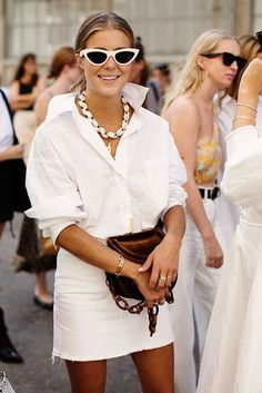 All White Summer Outfit - via The Sartorialist. The Sartorialist, Latest Summer Fashion, Spring Summer Fashion, Summer Street Fashion, Edgy Outfits, Fashion Outfits, Fashion Trends, Womens Fashion, White Outfits