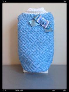Suéter azul de punto combinado en blanco
