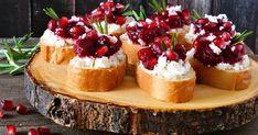 Skvelý balans medzi sladkým, kyslým aslaným. Dokonalá jednohubka! Granada, Wood Logs, Ciabatta, Queso Feta, Pomegranate, Cheesecake, Appetizers, Food And Drink, Easy