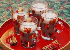 Hot chocolate with cinnamon whipped cream / Varm chokolade med kanel flødeskum