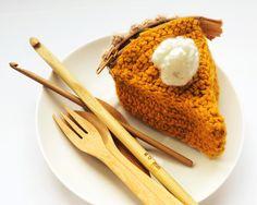 A cute little crochet DIY: pumpkin pie! Find it out more at: http://icepandora.blogspot.nl/2013/10/diy-crochet-pumpkin-pie.html