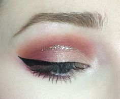 @stilacosmetics stay all day liquid liner in black via @laurensmakeupadventures