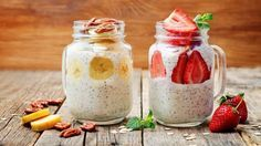 Looking for simple breakfast ideas that you can prepare the night before? Here are 10 Quick & Easy Overnight Oats Recipes That Kids (& adults) will Love! Quick Oat Recipes, Oats Recipes, Baby Food Recipes, Overnight Chia Seed Pudding, Easy Overnight Oats, Mason Jar Oatmeal, Chia Puding, Cocoa, Meals Kids Love